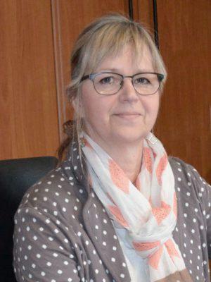 Frau mit Brille und Schal